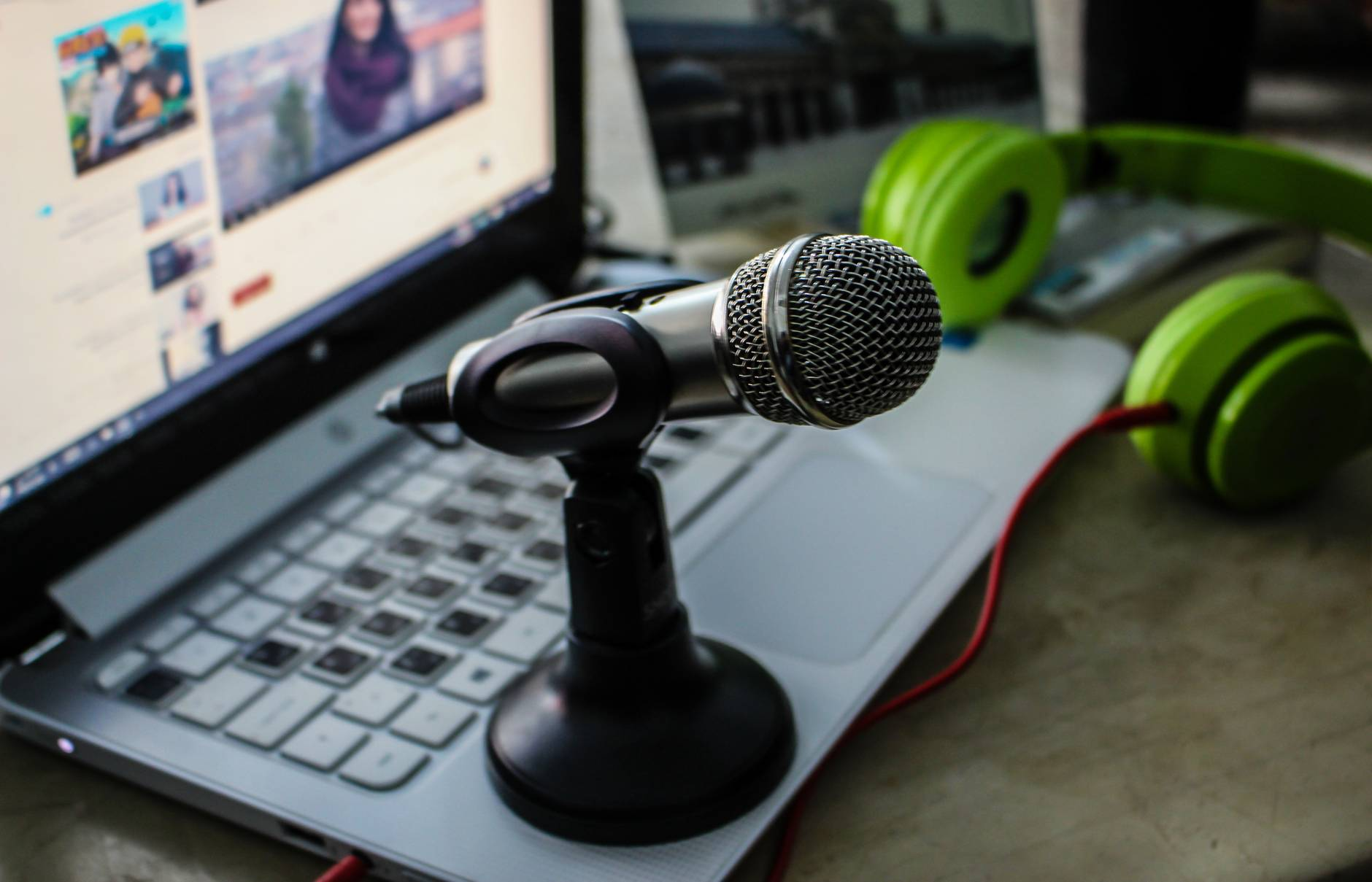 microphone on laptop